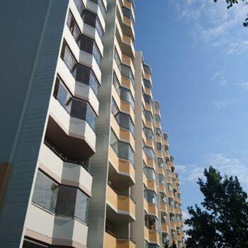 210721 Vincent-van-Gogh-Straße 43-47 Balkone Gartenseite Seitenprofil